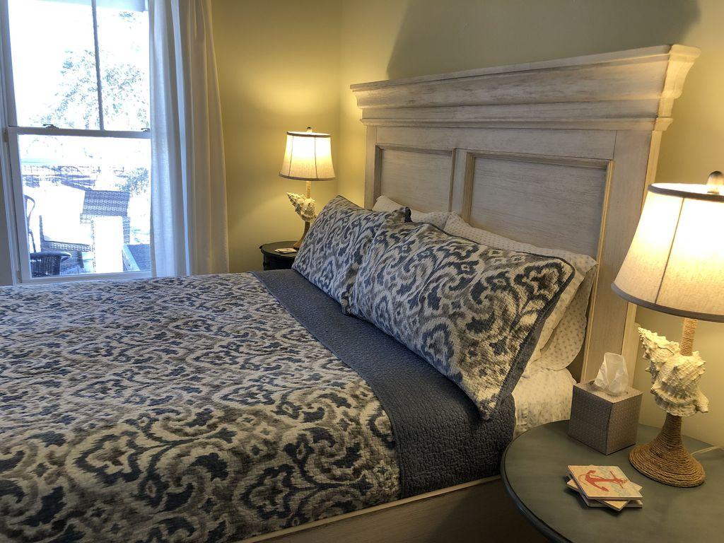Queen Bedroom Bayside 1st Floor