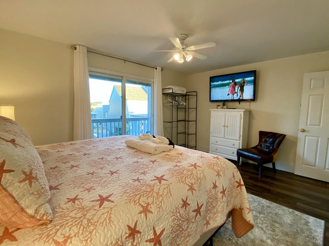 Second Floor King Suite with TV