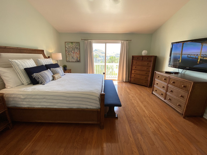 20 Master Suite with Private Balcony