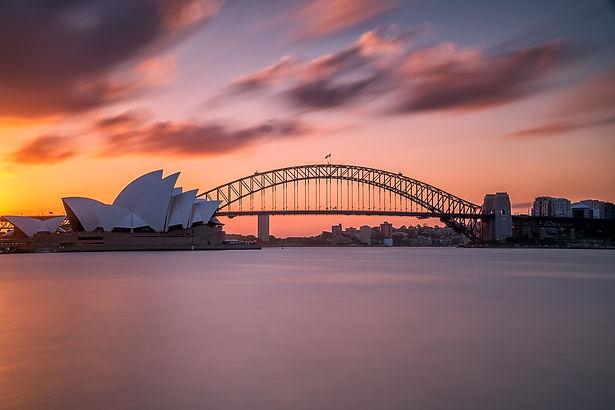 beautiful-shot-sydney-harbor-bridge-with