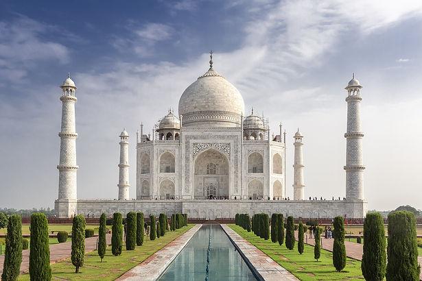 mesmerizing-shot-famous-historic-taj-mah