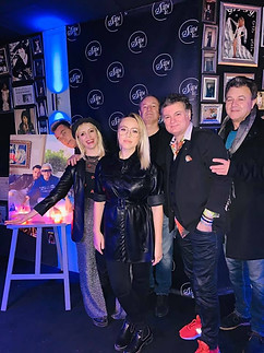 François deblaye attaché de presse du cabaret le Show Biz, Yann producteur de Patrick juvet et de stars internationales, Christian producteur, Sandy L.R romancière et chanteuse parisienne