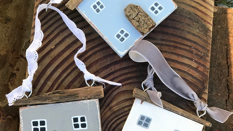 Personalised hanging house plaque