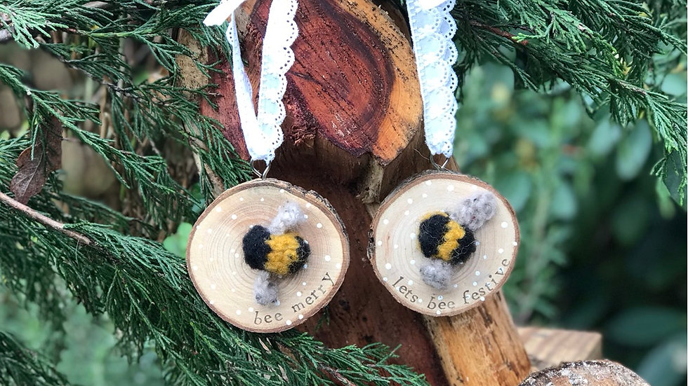 Christmas Bee wood slice