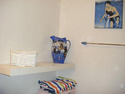 shower room in new gite 004.JPG