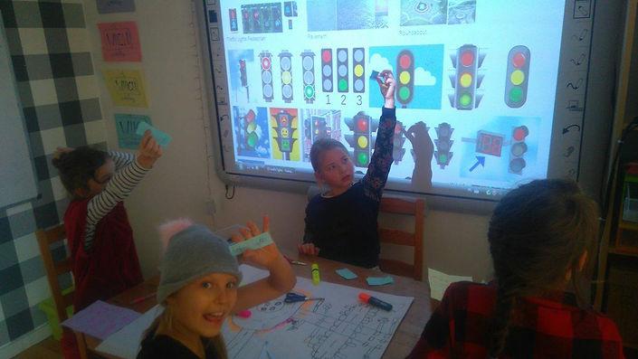 Tablice interaktywne sprawiają, ze zajęcia są jeszcze ciekawsze