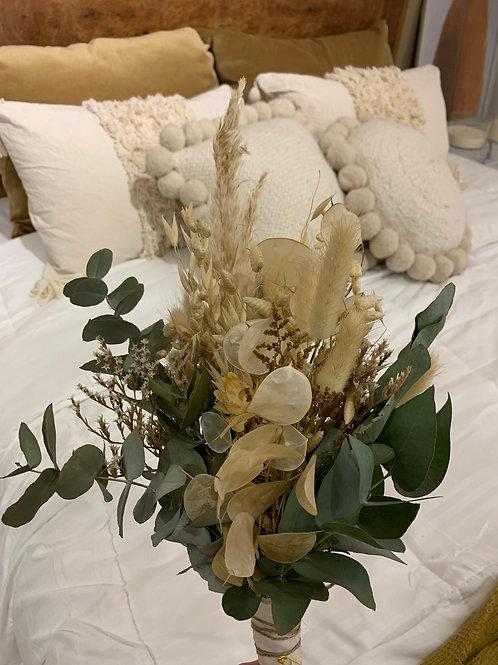 Ramo de flores secas y eucaliptos