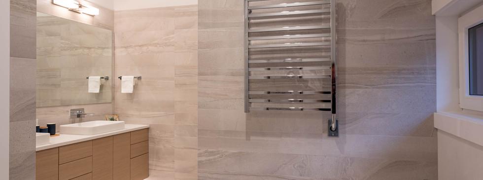 841 E 15th- Main Bathroom2.jpg