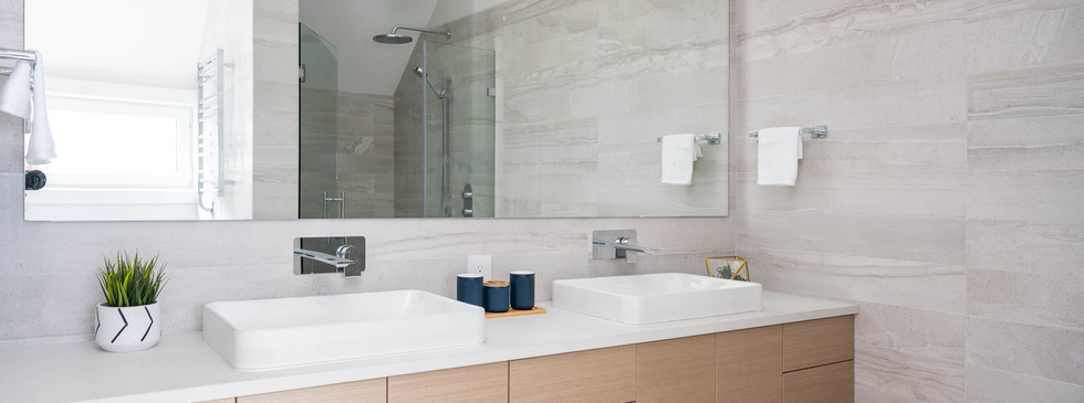 841 E 15th- Master Bathroom matte.jpg
