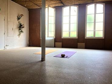 yoga grands voisins ici terre salle.jpg