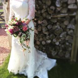#trailing bouquet #loose #natural #seasonal #weddingfowers #floweronawedding #flower #lace #gardenfl
