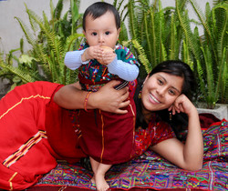Ixil mom and daughter