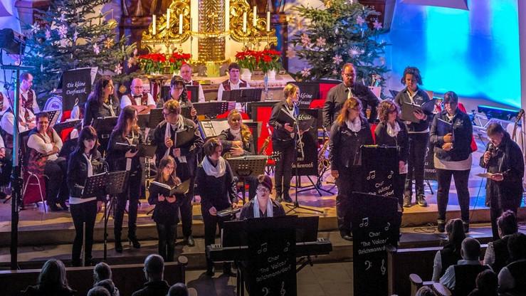 Pfarrer Schupp gratulierte dem Chor....j