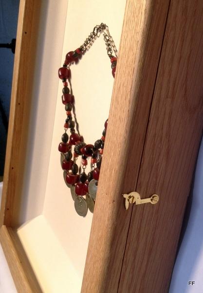 Necklace keepsake frame - side view