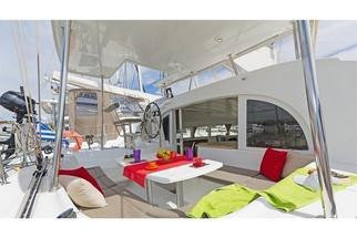 Cavo Yachting _ Lagoon 380 Charter _  Lo