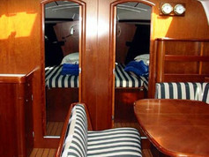 Cavo Yachting _ Beneteau Oceanis Clipper 461 Charter _ Salon