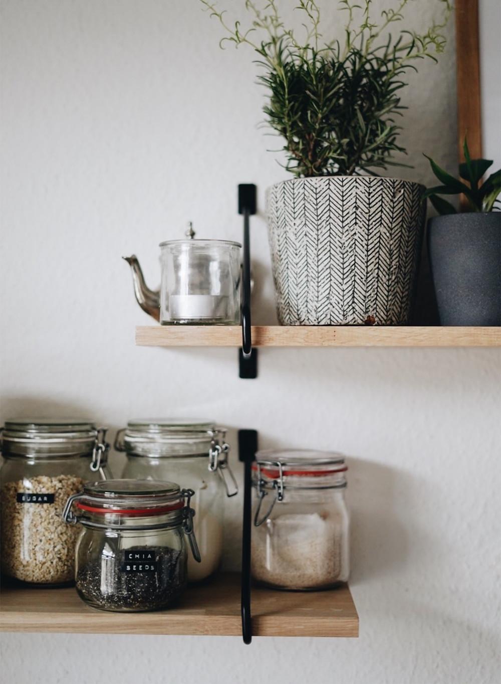 Kupione na wagę przyprawy, makaron czy ryż przechowuj w szklanych słoikach.