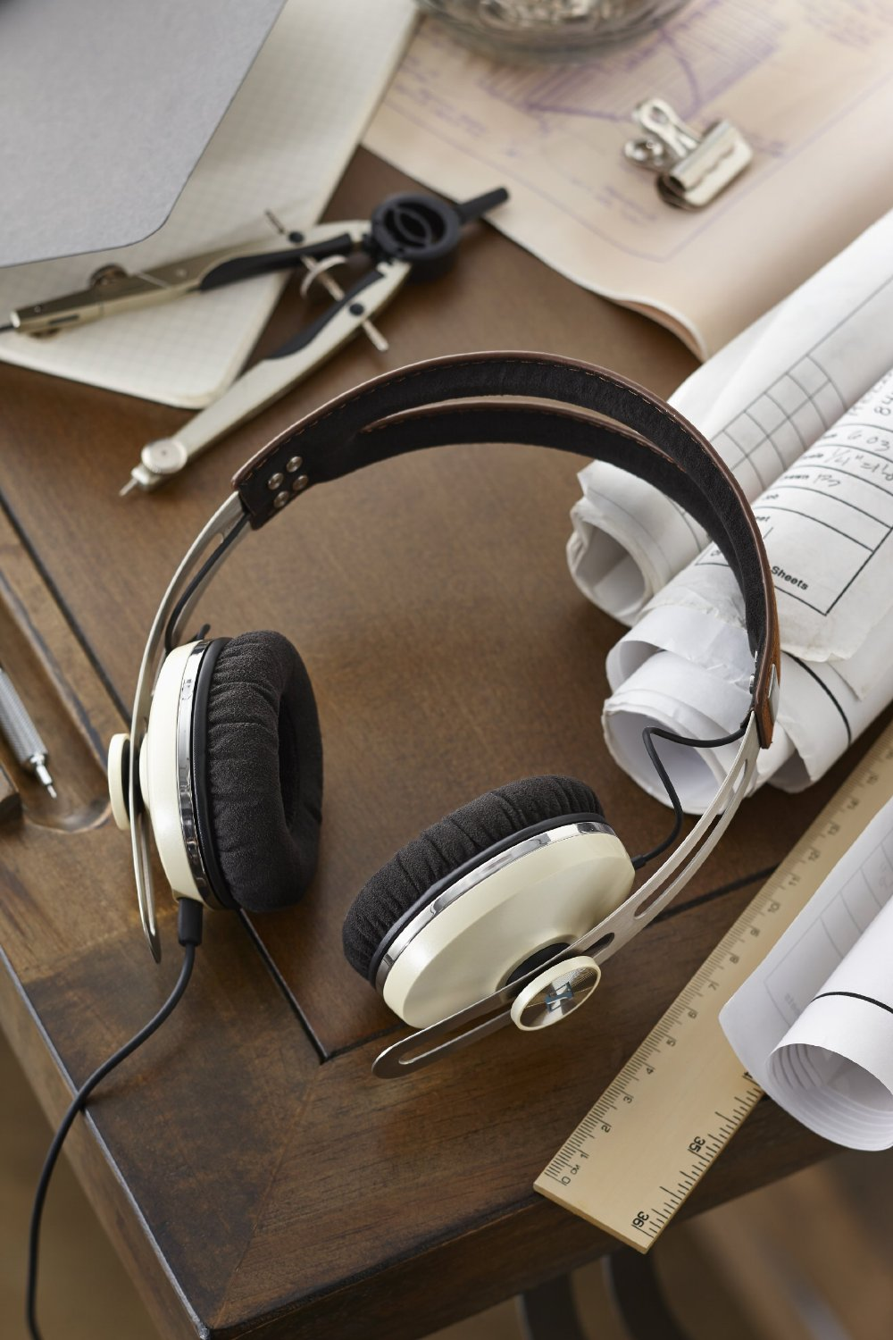 Sennheiser Momentum On-Ear Ivory 5