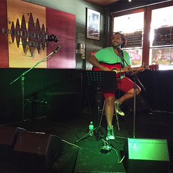 Praveen Elango back on the Hey Muzo stage fresh after his travels!__#heymuzo #livemusic #perth #univ