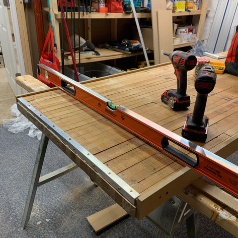 Leveling the leg plate