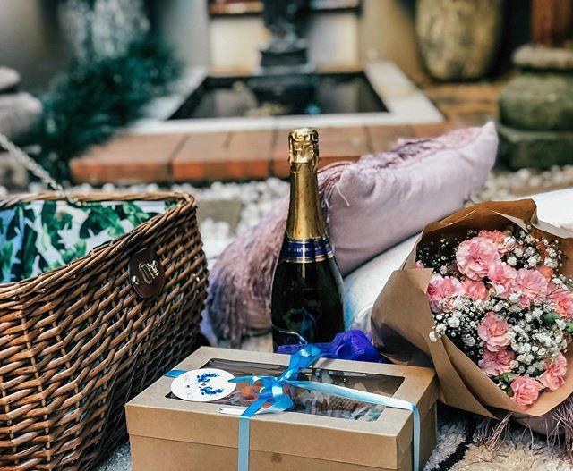Romance hampers delivered to your door ?