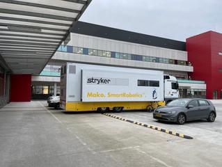 Training in STRYKER vrachtwagen. Een mobiel opleidingscentrum.