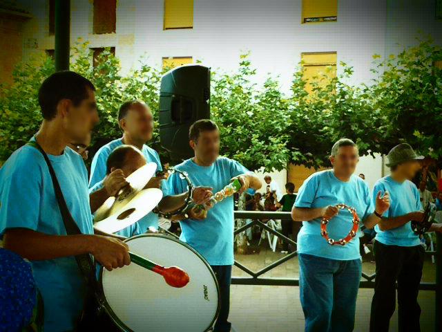 Grupo de percusión en Poza De La Sal