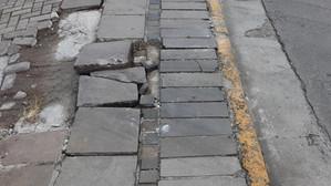 Execução e manutenção da calçada é obrigação do proprietário do terreno frontal