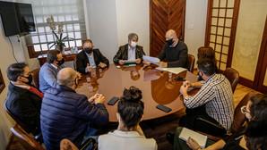 Prefeito e vereadores discutem temas comunitários em reunião nesta quinta, 9