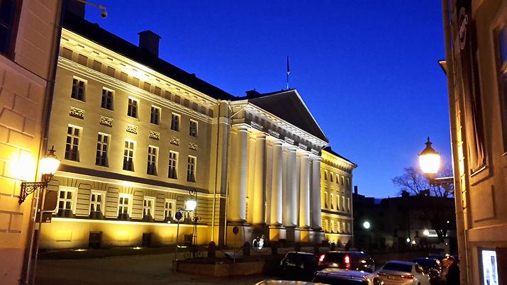 Universtität Tartu bei Nacht