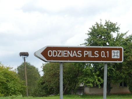 """Wo liegt denn bitte """"Odziena""""? Und was ist """"Hirschenhof""""?"""