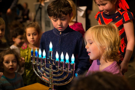 Kids and Menorah.Botanic Garden 2014.jpg
