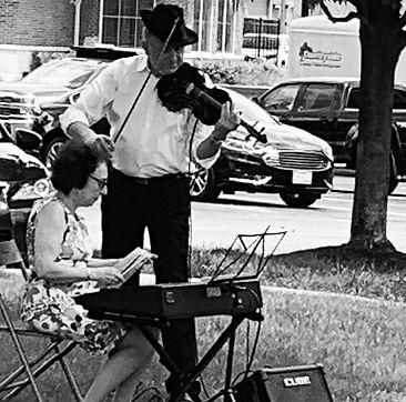 Maxwell Street Klezmer Duet Outside 2020