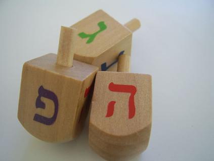 חנוכה: חינוך וחנוכה – להתהלך עם ה' ~ צבי אברהמס