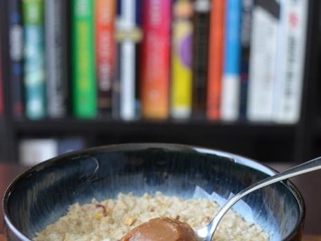 Oatmeal with Ooyoo (Cinnamon Bliss/Earl Grey Wonder)