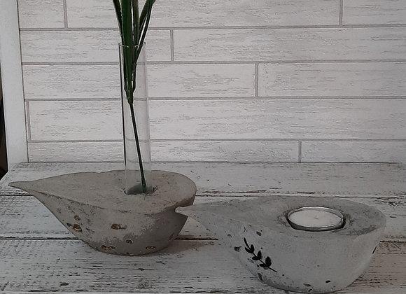 פמוט ואגרטל לפרח בודד בסגנון  כד שמן