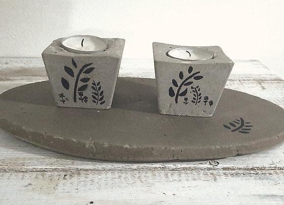 זוג פמוטי בטון עם מגש קטן
