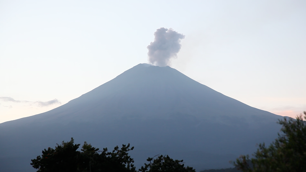 Volcan con sombrero