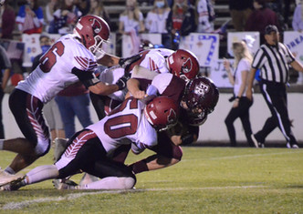 Raider Football defeats Eaton Rapids to stay in CAAC White Drivers Seat