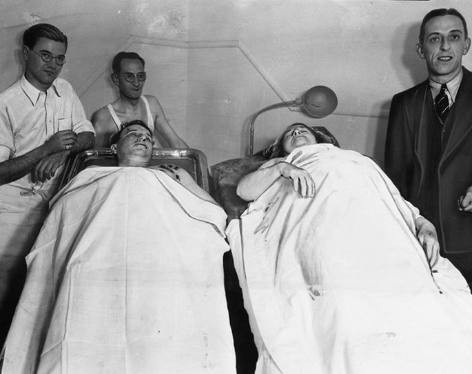 The bodies of Ma Barker and Fred