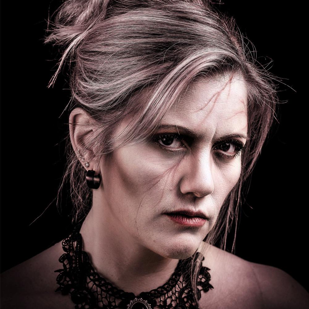 Sabrina Roth - Leadvocals