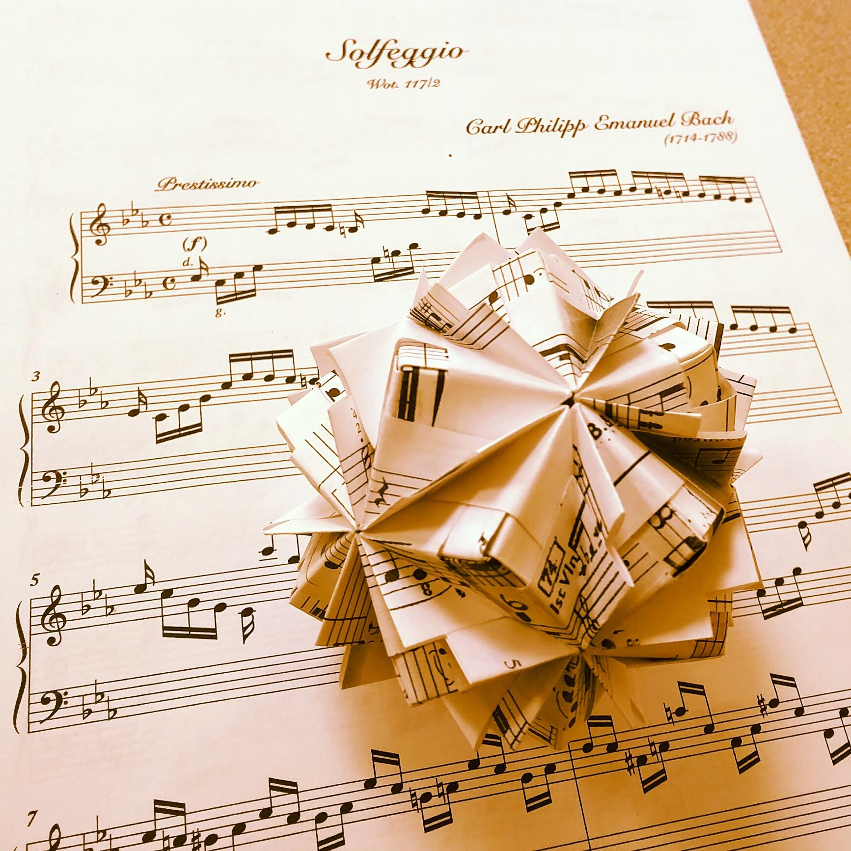Origami Model: Waltz Sonobe