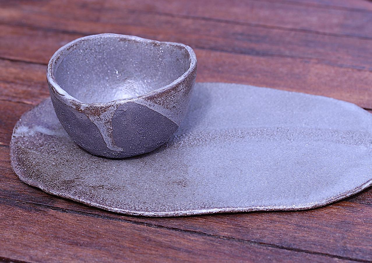 Sous-tasse et tasse (bol) designé pour le restaurant Terre Emeraude à Bordeaux.