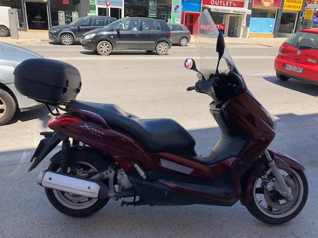 YANMAHA X-MAX 250