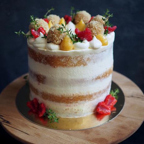 Mandlový dort s mascarpone, citrónovým krémem a malinami