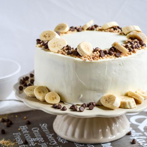 Banánový dort s čokoládovými kousky a tvarohovým krémem