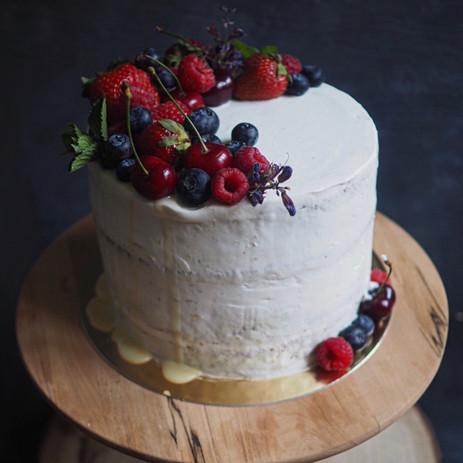 Kořeněný piškot s mascarpone a lesním ovocem