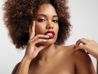 Apprenez à accélérer la pousse de vos cheveux avec mon nouvel article pour le magazine L6 Mag !