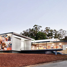 קיר מסך וחלונות באוניברסיטה באוסטרליה.jpg
