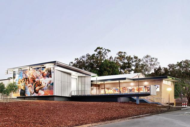 20- קיר מסך וחלונות באוניברסיטה באוסטרליה.jpg
